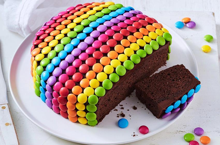 تزئین کیک تولد با اسمارتیز